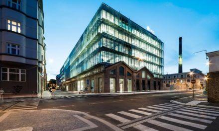 Schneider Electric snižuje ekologickou stopu kancelářských budov v Česku, chytré technologie slouží i v Budově FIVE od Skansky v Praze