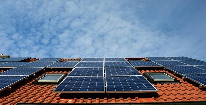 Desítky miliard přednostně pro energetické veterány na velké solární parky?