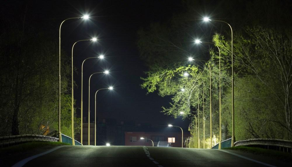 Údržba veřejného osvětlení stojí v Česku stovky milionů. Náklady snižují chytrá LED světla