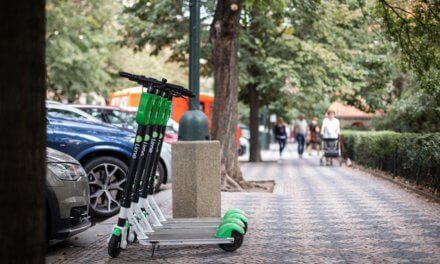Lime jako dopravní řešení. V době uzavírek nábřeží a Malé Strany vzrostl počet jízd na koloběžce o 20 %
