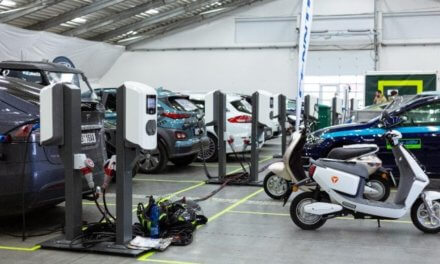 Na veletrhu čisté mobility e-SALON byla Nimble energy partnerem všech testovacích jízd elektromobilů. Předvedla své unikátní dobíjecí stanice i velkokapacitní mobilní baterii
