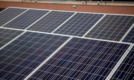 Zájem domácností o solární panely během COVIDu rostl. Roste i apetit firem, ale pro ně chybí stabilní podpora