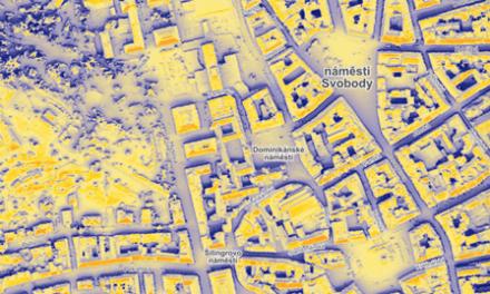 Města a obce mohou zjistit, zda se jim vyplatí fotovoltaika, aniž by bylo třeba lézt na střechu. Díky analýze z leteckých snímků
