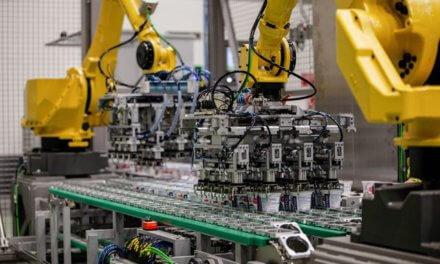 Hollandia rozšířila počet robotů ve výrobě. Nové řešení šetří lidské zdroje a pomáhá s fyzicky namáhavou prací