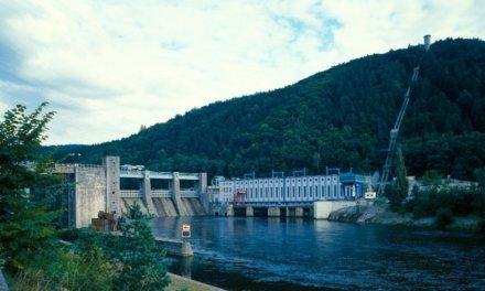 Velké vodní baterie v pololetí zvedly výrobu téměř o čtvrtinu. Za posledních 10 let se jejich využívání zdvojnásobilo