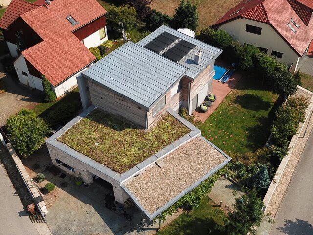 Zájem o vegetační střechy prudce roste. Vrací vodu do přirozeného koloběhu