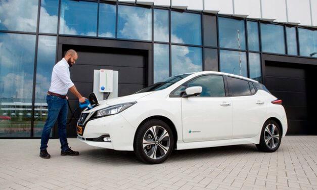 Inteligentní systém nabíjení ABB umožní elektromobilům vracet elektřinu zpět do sítě