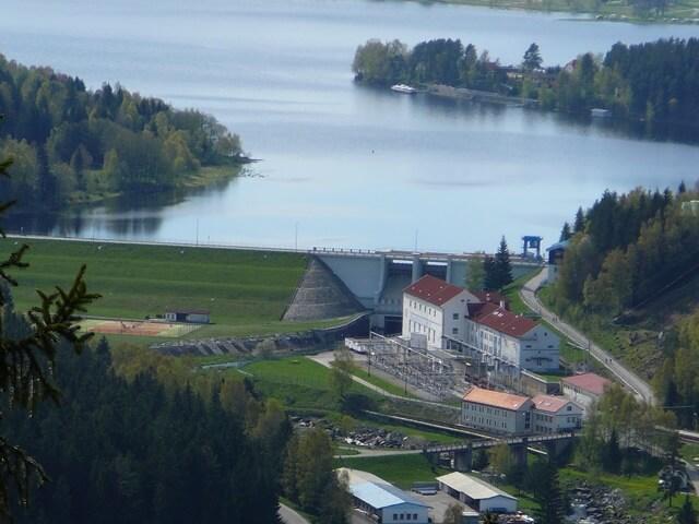 Podzimní transfúze 160 metrů pod hladinou Vltavy: Nejefektivnější elektrárna kaskády jede opět naplno. Po čtvrtstoletí má nové střídače