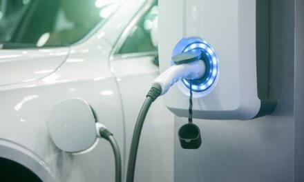 Prodeje elektromobilů vzrostly letos skoro trojnásobně. České firmy jsou v jejich zavádění stále zdrženlivé