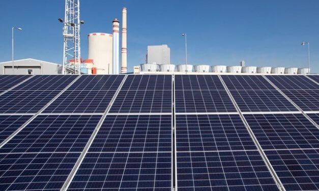 Ledvice se mění v laboratoř zelené energetiky. Po unikátní vodní turbíně s akumulací tu ČEZ zkouší moderní solární panely pro nové velké elektrárny
