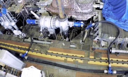 Čištění olejových systémů velkých točivých strojů tlakem vodního paprsku je efektivní a ekonomicky výhodné