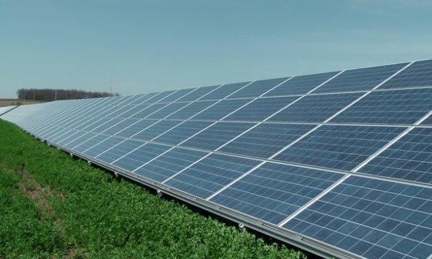 Solární elektrárny ČEZ za 10 let uspořily 822 tisíc tun uhlí a 875 tisíc tun CO2. Emise pomáhají šetřit i střešní instalace od ČEZ Prodej a ČEZ ESCO