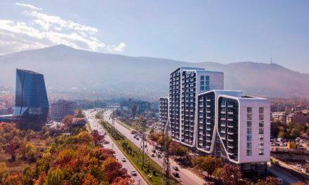 A3 building se skly od Guardian Glass tvoří přirozený přechod mezi majestátním pohořím a pulzující metropolí