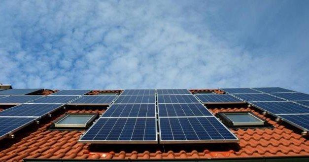 Pilotní projekt instalace fotovoltaiky na městské bytové domy v Praze